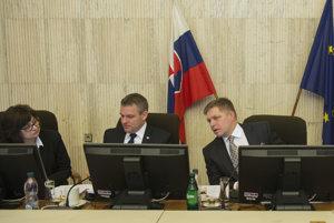Na snímke zľava ministerka spravodlivosti SR Lucia Žitňanská, podpredseda vlády SR pre investície a informatizáciu Peter Pellegrini a predseda vlády SR Robert Fico.