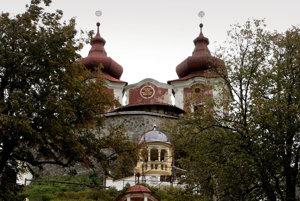 Svietidlá osvetľovali kaplnku Ecce Homo (v strede pod Horným kostolom).
