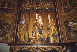 Oltár sv. Barbory v kostole Nanebovzatia nezaprie spoločné črty s levočským.