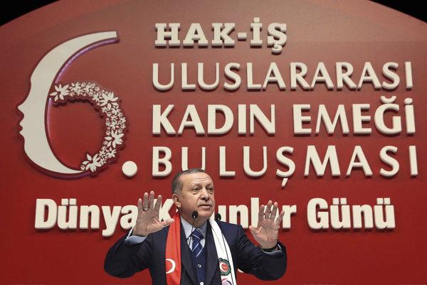 Špióni majú v Nemecku na objednávku tureckej vlády sledovať odporcov Erdogana.