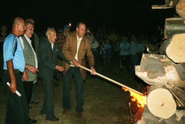Údajne najväčšiu partizánsku vatru zapálil starosta obce s bývalým partizánom.