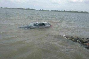 Ponorené auto pri Čunove.