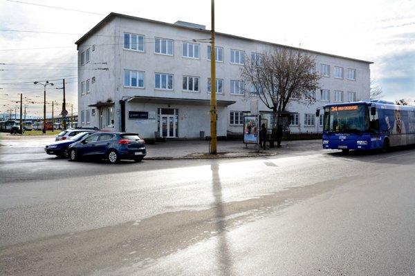 Areál na Bardejovskej. Ešte pred rokom patril mestu, DPMK ho už založil v banke kvôli úverom.