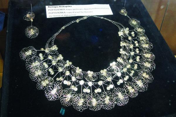 Replika strieborného náhrdelníka pre afgánsku kráľovnú Humairu.