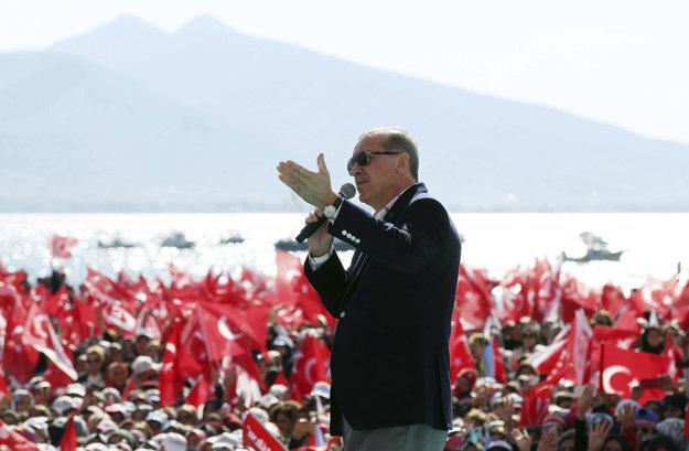Erdogan počas kampane za ústavné zmeny.