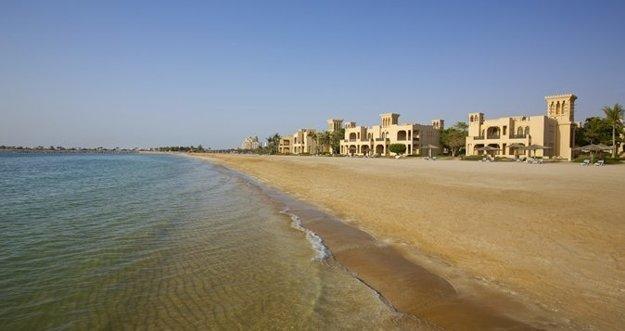 Skvelé pobrežie a teplé more nájdete aj v Ras Al Khaimah v SAE.