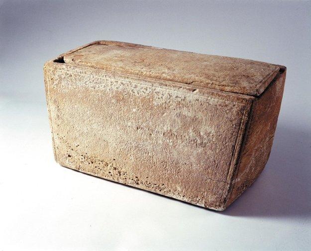 Genetici skúmajú Jakubovo osuárium (kostnicu), vápencovú schránku z 1. storočia, ktorá mohla podľa niektorých ľudí skrývať kosti Ježišovho brata.