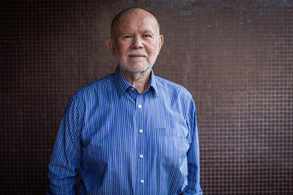Prof. MUDr. Štefan Krajčík, CSc. je hlavným odborníkom ministerstva zdravotníctva na geriatriu. Od roku 1981 pracuje v nemocnici v Podunajských Biskupiciach, od roku 1993 je prednostom kliniky geriatrie.