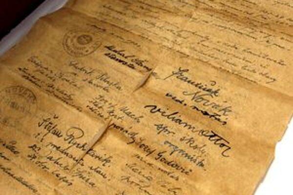 Ručne písané historické dokumenty sú pre Nováčanov veľmi vzácne.