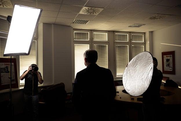 Počas fotografovania v denníku SME.