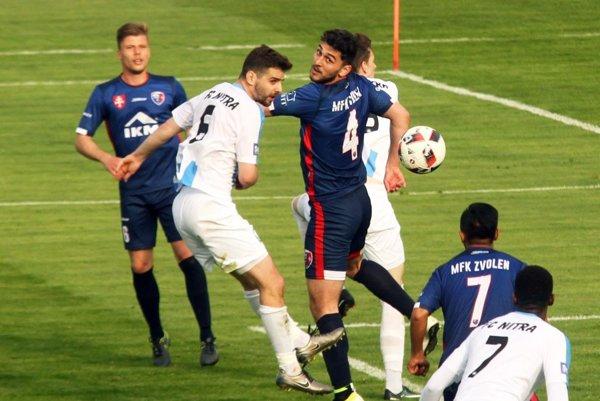 Skóre zápasu otváral hlavou Márius Charizopulos.