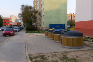 Nové kontajnery sú aj na  Limbovej oproti budove základnej školy.