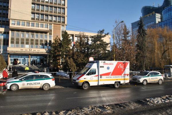 Ďalšia evakuácia. Zamestnanci súdov a klienti museli nedobrovoľne na ulicu.