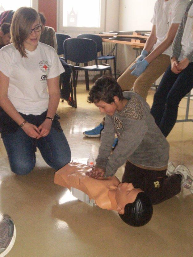 Základy prvej pomoci. Aj tieto informácie sú pre deti dôležité.