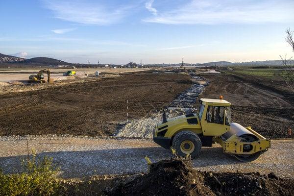 Na pozemkoch pri Nitre sa už pripravujú základy pre budúci strategický park.