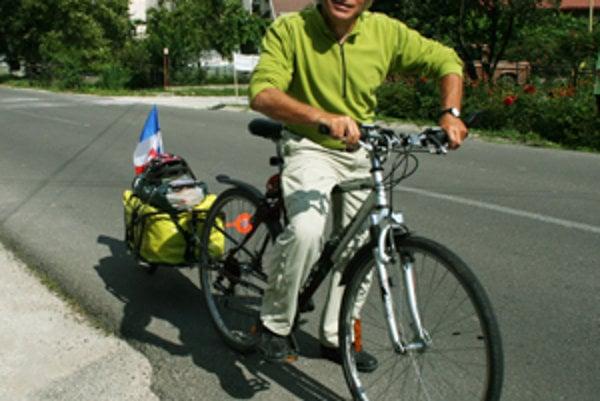 Francúz prešiel na bicykli 1800 kilometrov