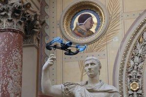 Drony lietajú aj vo Vatikáne.