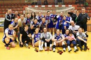 Hádzanárky Šale sa tešia z bronzových medailí v česko-slovenskej interlige.