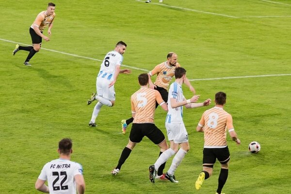 Oba góly do siete Spišskej Novej Vsi strelil Filip Balaj (v bielom drese vpravo).