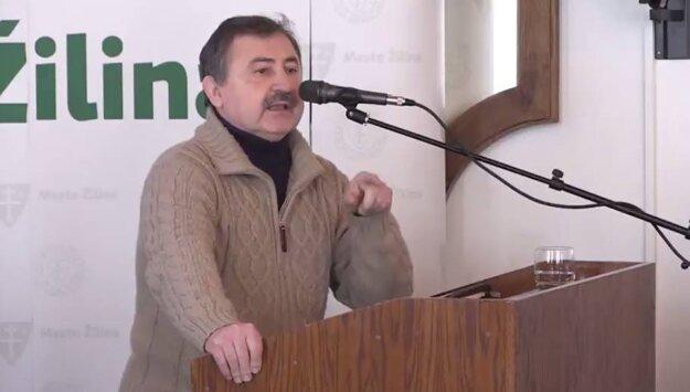 Vladimír Randa presviedča poslancov.