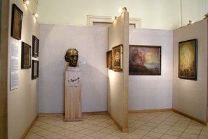 Podunajské múzeum vKomárne – časť expozície venovanej komárňanskemu maliarovi K. Harmosovi.