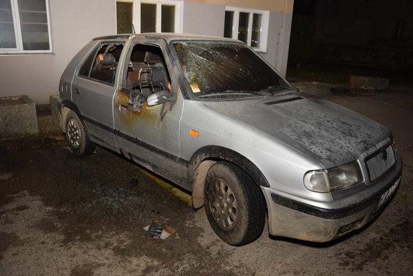 Obv. Matúš v polovici decembra 2016 na parkovisku na Baníckej ulici spôsobil požiar vozidla zn. Škoda Felícia.