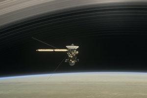 Cassini medzi Saturnom a prstencami.
