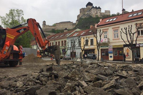 Rekonštrukcia Mierového námestia v Trenčíne.