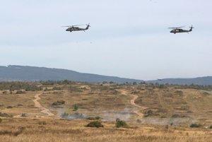 Vrtuľníky nad Lešťou.