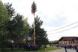 Stavanie mája v Kolačíne.