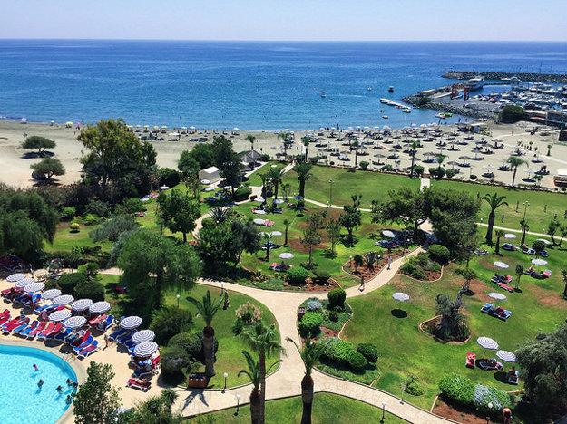 Pláž a dovolenkový rezort v Limassole.