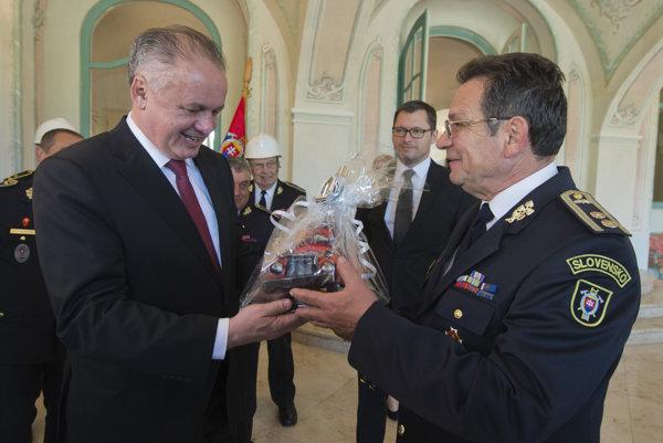Andrej Kiska prijal dobrovoľných hasičov.
