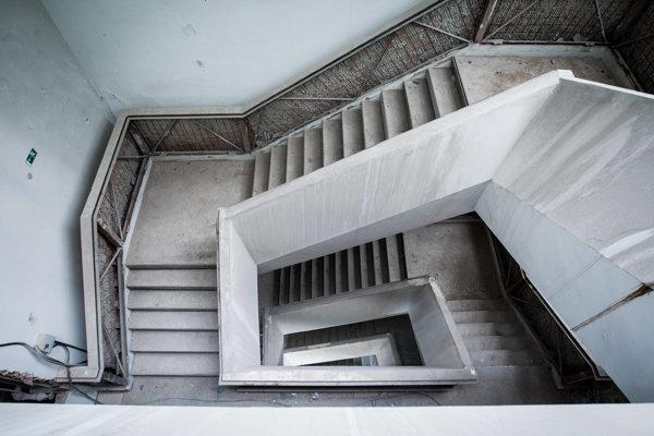 Jedno z pôvodných zachovaných schodísk.