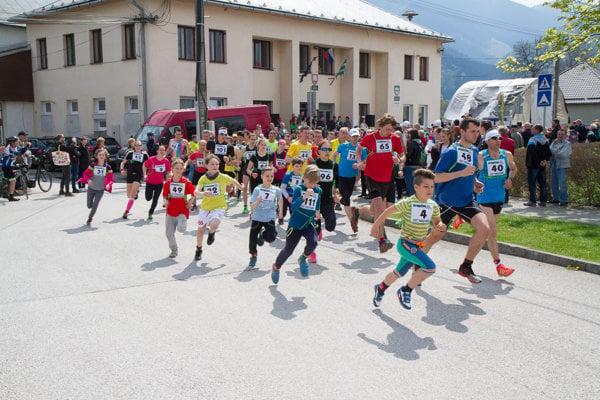 Na štarte boli bežci rôznych kategórii.