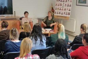 Autorka Tatiana Macková besedovala so stredoškolákmi.