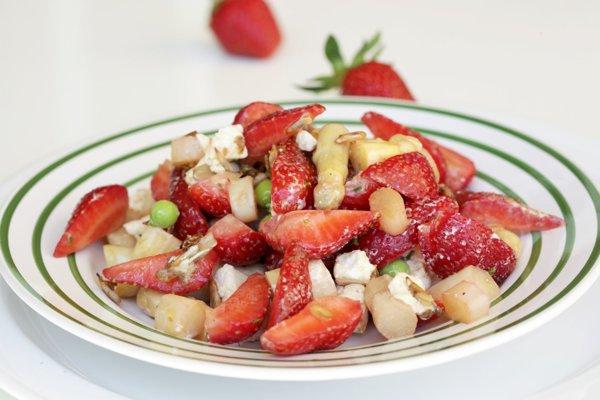 Špargľovo-jahodový šalát