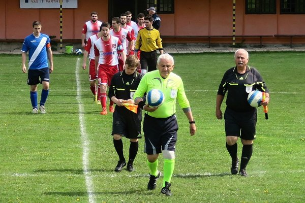 Hlavný rozhodca Rastislav Bajdich zápas v 81. min predčasne ukončil.