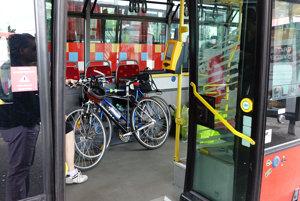 Bicykle sa dajú v MHD prepraviť len autobusmi.