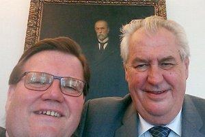 Archívna selfie Škromacha so Zemanom.