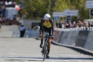 Novozélanďanovi Georgeovi Bennettovi (LottoNL-Jumbo) štvrté miesto a 18 sekúnd odstupu na víťaza stačilo na to, aby sa stal novým lídrom pretekov Okolo Kalifornie.