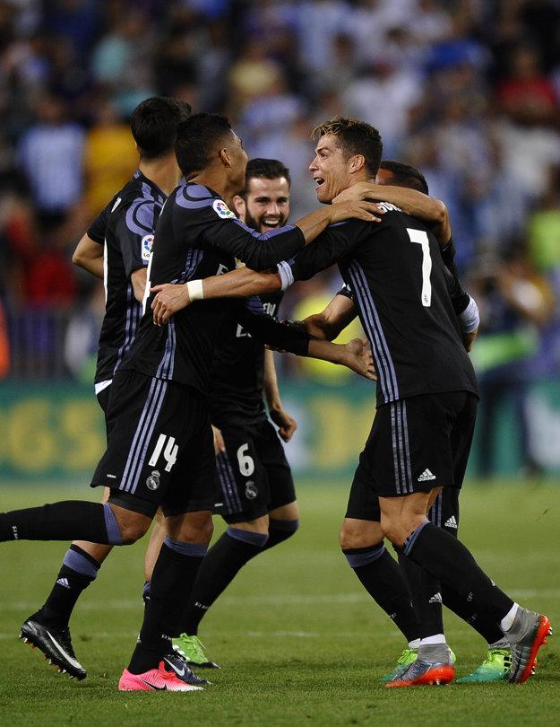Futbalisti Realu Madrid sa tešia zo zisku majstrovského titulu.