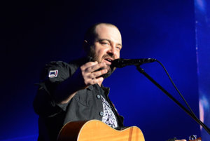 Krstným otcom nového amfiteátra bude líder kapely Ivan Tásler.