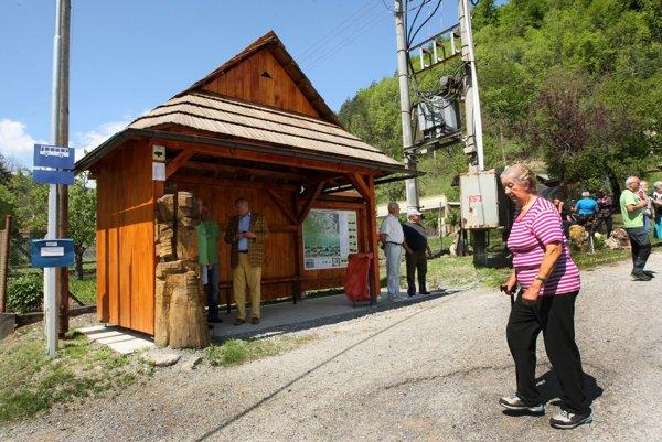 Nová autobusová stanica v historickom štýle je prínosom pre obyvateľov obce aj početných turistov.