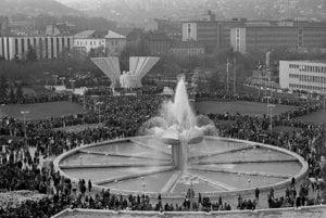 13. november 1980. Fontána Družba na Námestí Klementa Gottwalda (dnešné Námestie slobody).