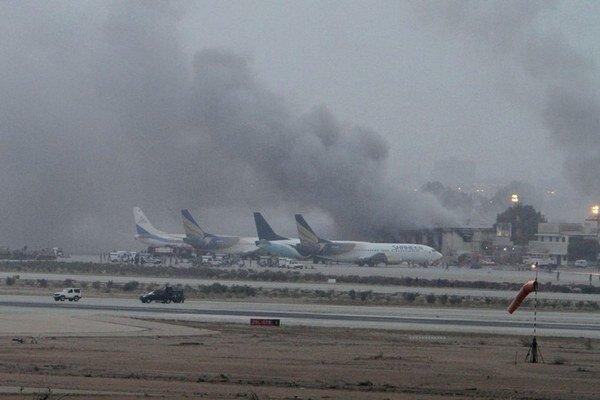 Pakistanská vláda nevie pred Talibanom ubrániť ani najväčšie letisko v krajine.