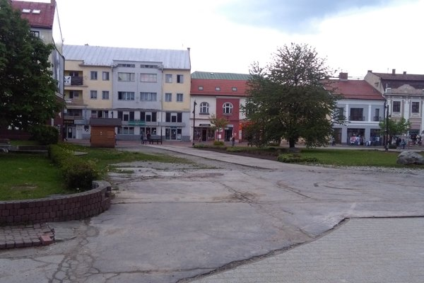 Pohľad na južnú časť námestia.