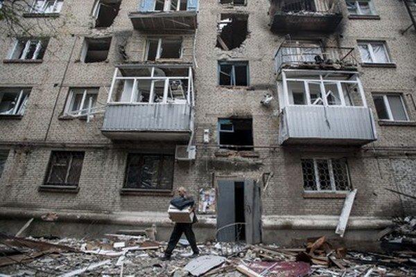 Ukrajinci opúšťajú krajinu pre nepokoje na východe.