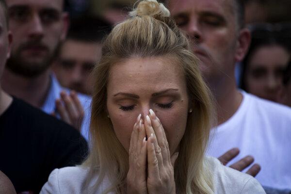 Briti si uctili obete minútou ticha.