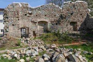 Ruiny kláštorného Kostola svätého Jozefa pod Zoborom.