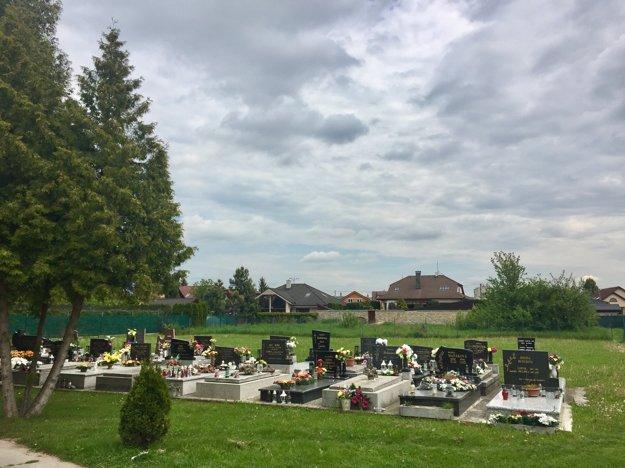 Cintorín v Zlatovciach rozšíria.